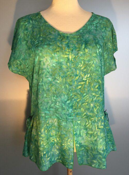 mønster print chiffon bluse model 185 grøn løv viskose naturmaterialer blød let sommer bluse t shirt baik turkis