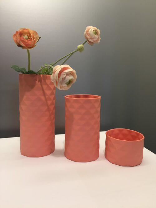 håndlavet, dansk design Trine rytter hvid keramik Lyshuse fyrfadsstager fyrfadslys vaser brede riller koral laksefarvet laks rosa lyserød pink