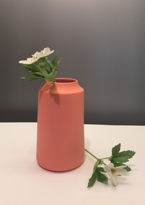 håndlavet, dansk Trine rytter design hvid keramik Lyshuse fyrfadsstager fyrfadslys vaser brede riller koral laksefarvet laks rosa lyserød pink
