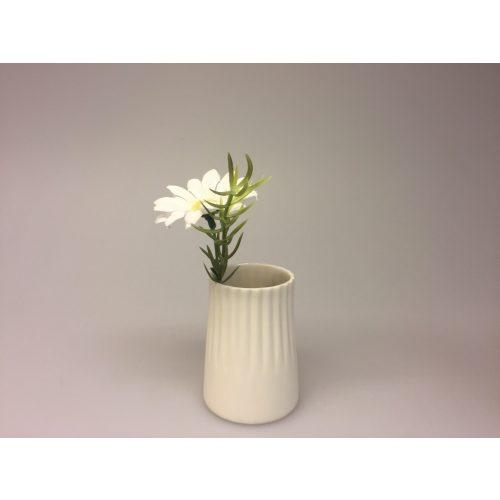 Trine Rytter keramik - Vase/lyshus elfenben, fyrfadsstage, vase, porcelæn, mat, keramik, dansk design, håndlavet, kunsthåndværk, modelleret, hvid, natur, kunst, biti, ribe, gaveidé, specielt, made in denmark