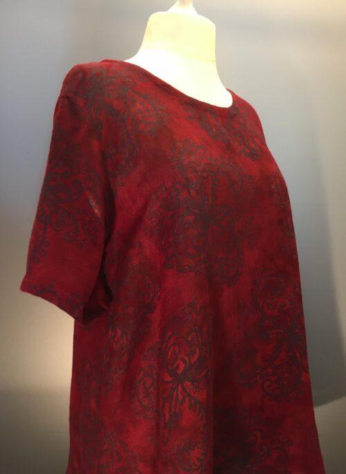Ulina Filigran Vinrød rød naturmaterialer hør viskose bluse batik