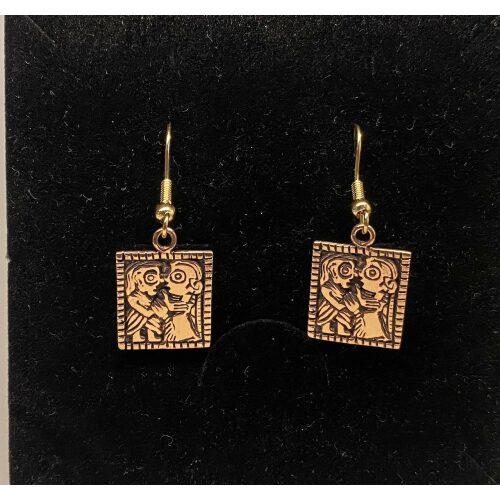 Bronze Ørehængere - Guldgubbe Kys, Vikinge Ørehængere i bronze - Guldgubbe kys, kærlighed, amulet, symbol, kærlighedsgave, valentinesgave, forlovelse, bryllup, kæreste, vikingesmykker, vikingefund, museumssmykker, kopismykker, vikingekopi, fund, ribe, biti, dansk, vikingesmykker bronze ørehængere guldgubbe kys