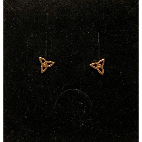Bronze Ørestikkere Spids Triscele, evigheden, eternity, infinity, treenigheden, magiske tal tre, tallet 3, triscal, triskele, Vikingeørestikkere Bronze - Jordknuden Lille, vikinger, vikingesmykker, vikingeørestikkere, ørestikkere, studs, bronze, guld, ægte, vikingetiden, keltiske, gyldne, små, flettede, fletværk, kopismykker, kopi, fund, udgravninger, guldskat, sølvskat, vikingekopi, museumssmykker, museumssmykke, knude, knuder, interessante, flotte, specielle, nordiske, guder, aser, asatro, solhverv, evigheden, infinity, never ending, amulet, amuletter, harmoni, harmoniske, ribe, ansgar, dagmar, vadehavet, domkirkepladsen, domkirke, biti,