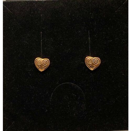 Bronze ørestikkere - Hjerter, amuletter, hjerter, hjerteøreringe, kærlighed, Vikingeørestikkere Bronze - Jordknuden Lille, vikinger, vikingesmykker, vikingeørestikkere, ørestikkere, studs, bronze, guld, ægte, vikingetiden, keltiske, gyldne, små, flettede, fletværk, kopismykker, kopi, fund, udgravninger, guldskat, sølvskat, vikingekopi, museumssmykker, museumssmykke, knude, knuder, interessante, flotte, specielle, nordiske, guder, aser, asatro, solhverv, evigheden, infinity, never ending, amulet, amuletter, harmoni, harmoniske, ribe, ansgar, dagmar, vadehavet, domkirkepladsen, domkirke, biti,