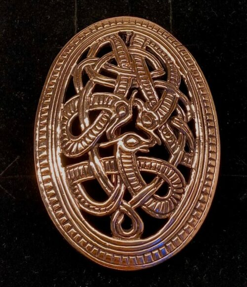 Bronze Vikingebroche og vedhæng - Skjold i Jellingstil, Vikinge Broche og vedhæng i bronze - Skjold i Jellingstil, skålspænde, asatro, aser, nordiske guder, ribe, vikingeby, museumssmykker, kopismykker, vikingekopi, vikingefund, danefæ