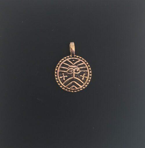 Vikinge vedhæng i bronze - Ribemønt Vikingesmykker - vikingevedhæng, vedhæng. Bronze. mønt, museumssmykker, vikingetiden, vikingefund, bracteat, vedhæng, bronze, sølvskat, mønt, mønter, kobber, bronzesmykker, vikingesmykker, vikingerne, ansgar, ribe, udgravninger, kopismykker, speciel, billig, dansk, historiske, arkælogisk, fund, biti, vadehavet, nationalpark, marsken