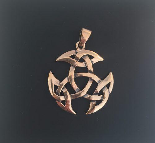 Vikingevedhæng i bronze - Det kosmiske hjul, evigheden, det magiske tal tre, vikingevedhæng, vikingesmykke, bronzesmykke, museums smykker, museumssmykker, kopismykker, vikinge kopi, smykkefund, oldtidsfund, nordens ældste by, ribe, vikingeby, nordiske guder, nordisk mytologi, aser, vikingeguder, asatro, thor, odin, freja, frej, thyr, mjølner, fenris, loke, udgård, asgård, midgård, frigg, hugin, munin