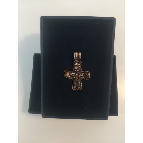 Vedhæng i bronze - Kors med Kristus vikingesmykke - vikingevedhæng vedhæng bronze vikinge kors med figur