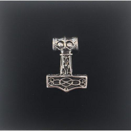 Vikingevedhæng i sølv - Thorshammer med Odins ravn massiv, Vikingevedhæng i sølv Thorshammer med Odins ravn, vikingesmykke, vikinger, sølvsmykke, sølvvedhæng, mjølner, ægte sølv, tung, flot, gedigen, maskulin, thor, aser, asatro, vikingefund, fund, smykkefund, museums, smykker, kopi, asgård, udgård, midgård, mytologi, gamle guder, ribe, biti
