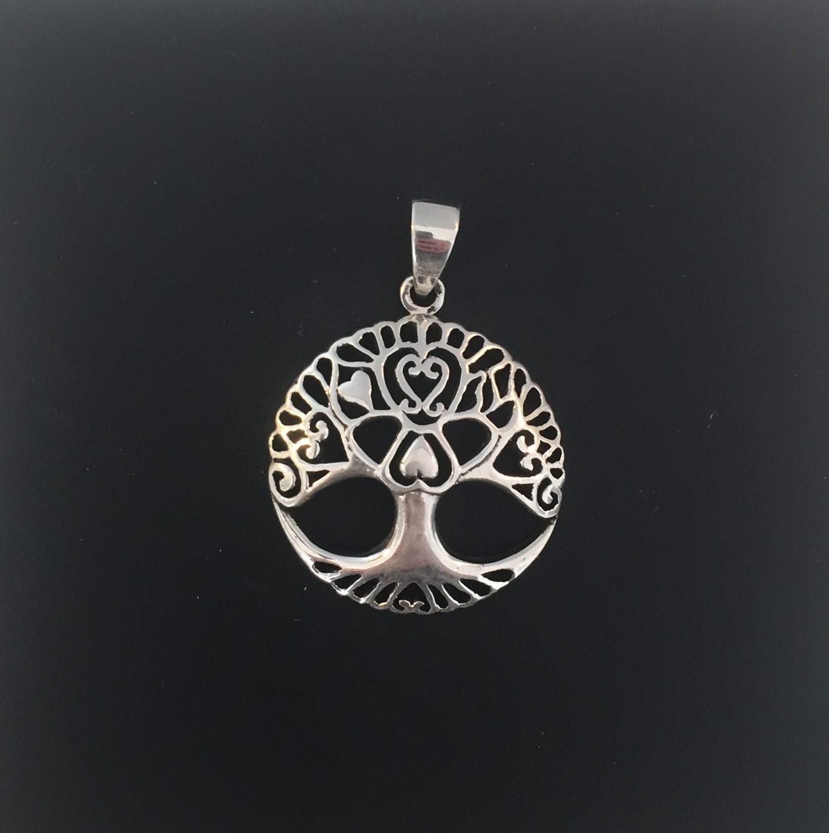 2358ac0c5f4 Rundt vedhæng i sølv – Livets træ Yggdrasil med hjerter.