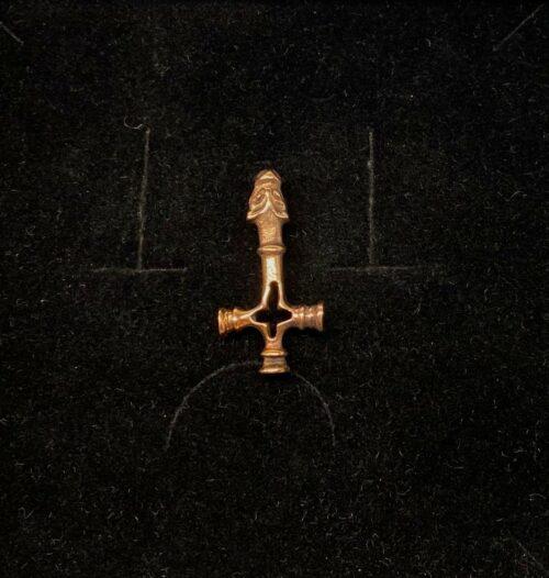 """Vikingevedhæng i bronze - """"Islandsk Kors"""" med Fenris S, ulvekors, kors, ulvehoved, fenris, fenrisulven, vikingekors"""