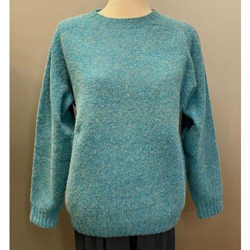 Harley of Scotland Lambswool pullover - Turkis, skotsk strik, harley, skotland, uld, lambswool, tynd srik, damestrik, dametrøje, til damer, piger, uldtrøje, trøje, striktrøje, indendørs, indenor, forårsstrik, billig, kvalitet, flot, lækker, varm, let, feminin, klassisk, enkel, ensfarvet, tyrkis, turkis, blå, ulden, finstrikket, fintstrikket, sweater, biti, ribe, cool, simpel,