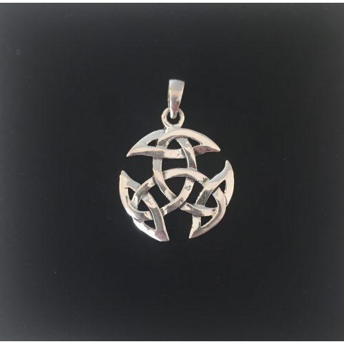 Vikingevedhæng i sølv - Det kosmiske hjul ekstra stort, Vikingevedhæng i sølv - Det kosmiske hjul stort, Vikingevedhæng i sølv - Det kosmiske hjul mellem. Vikingevedhæng i sølv - Det kosmiske hjul lille, kosmisk hjul, evighed, uendelighed, magiske tal tre, magisk 3, keltisk, vikingetid, vikingesmykke, vikingevedhæng, vikingefund, amulet, beskyttelse, lykkebringer, sølv, ægte, sterling, sølvsmykke, sølvvedhæng, museumssmykke, museums, kopi, kopismykker, fund, ribe, biti