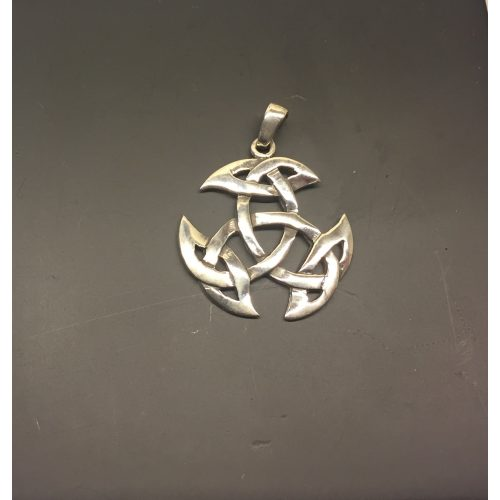 Vikingevedhæng i sølv - Det kosmiske hjul stort, Vikingevedhæng i sølv - Det kosmiske hjul mellem, Vikingevedhæng i sølv - Det kosmiske hjul lille, kosmisk hjul, evighed, uendelighed, magiske tal tre, magisk 3, keltisk, vikingetid, vikingesmykke, vikingevedhæng, vikingefund, amulet, beskyttelse, lykkebringer, sølv, ægte, sterling, sølvsmykke, sølvvedhæng, museumssmykke, museums, kopi, kopismykker, fund, ribe, biti