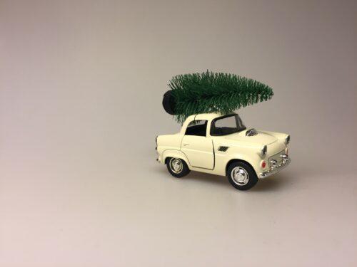 Bil i metal -Trabant med juletræ - Trabi Creme