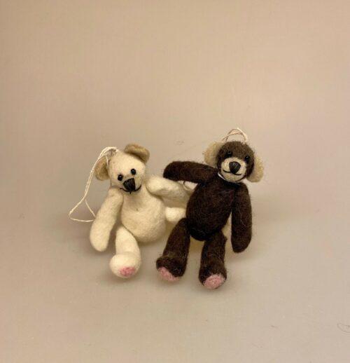 Håndlavet filt bamse - Ophæng, bamse, teddy, filt, filtet, uldfilt, filtdyr, filtbamse, filtteddy, teddybjørn, barnevognspynt, gaveide, til børn, børneværelset, kær, håndarbejde, biti, ribe
