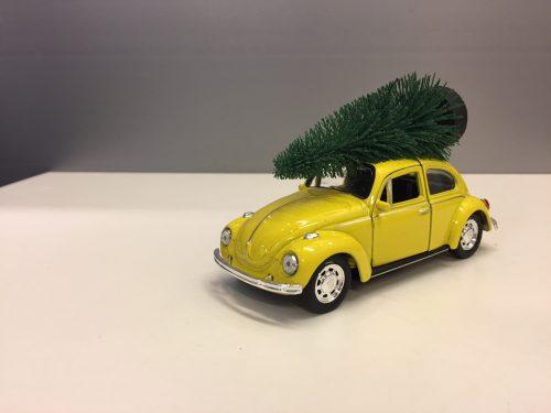 "VW Folkevogn ""bobbel "" classic med juletræ på taget - Gul"