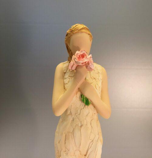 """More than words - Kvinde med rosa blomster """"From Me to You"""", tak, figur, kvinde, pige, keramik, keramisk, håndlavet, modelleret, dekoration, gaveide, gave, kvindefigur, statuette, symbolsk, særlig, biti, ribe"""