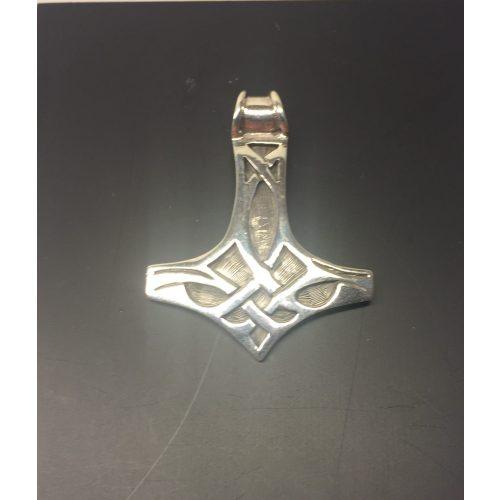Vikingevedhæng i sølv Thorshammer med keltisk flet stor, mjølner, sølv, sølvvedhæng, vedhæng, halssmykke, halskæde, vikinger, vikingesmykker, vikingetiden, nordisk, myth, myte, mytologi, aser, asgård, udgård, midgård, bifrost, sleipner, heimdal, freja, frigg, ydun, idun, thor, fenris, odin, ragnarok, museumssmykker, kopier, kopi, fund, ribe