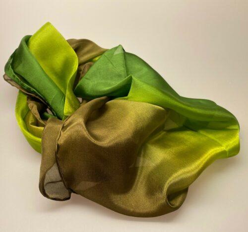 1658 farve 38 , Glat silketørklæde 1658 - Olivengrøn/brun, 1658-38, oliven grøn ,silketørklæde, ren silke, kvalitet, lækkert, anvendeligt, klassisk, grønt, ærtegrøn, limegrøn, avocado, gul-grøn, grøngul, brun, kor, til kor, en gros, b2b, køb, webshop, biti, ribe, eksklusivt, billigt,