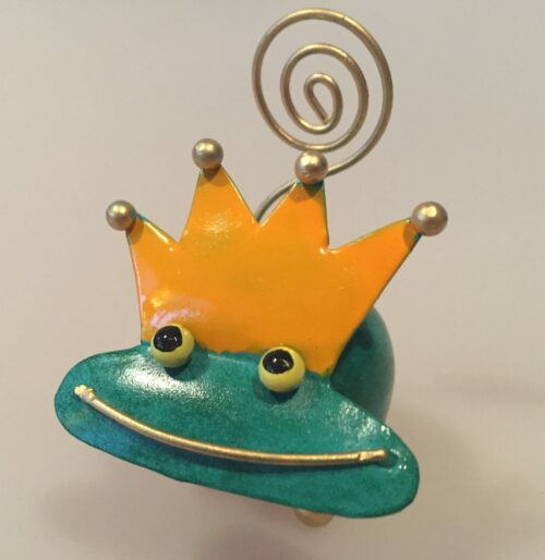 Memo holder metal - Grøn frøprins, frø, kys frøen, frøfigur, metalfigur, ting med frøer, memoholder, huskeseddel, indkøbsseddel, huskeklemme, noter, fotoholder, klemme, pengegave
