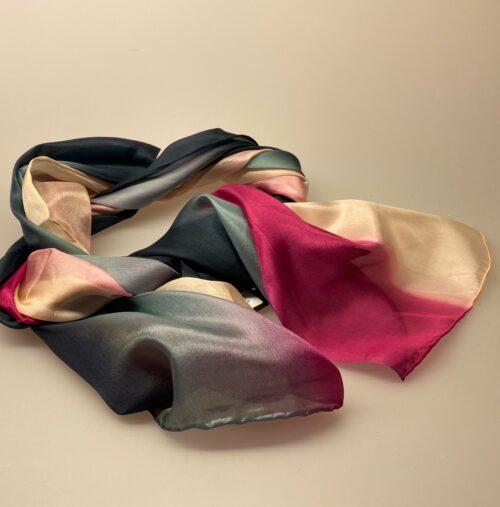 1658-242,Glat silketørklæde 1658 - Pink/sort/rosa, sort, grå, pink, cerise, rosa, pudder, nude, silke, ren silke, silketørklæde, kvalitet, lækkert, glat, ponge, pongé, forarbejdning, håndrullede, kanter, kinesisk, koloreret, colouring, blank, smukt, lækkert, biti, ribe, kor, til kor, sjal, aflangt, 100% silke, luksus