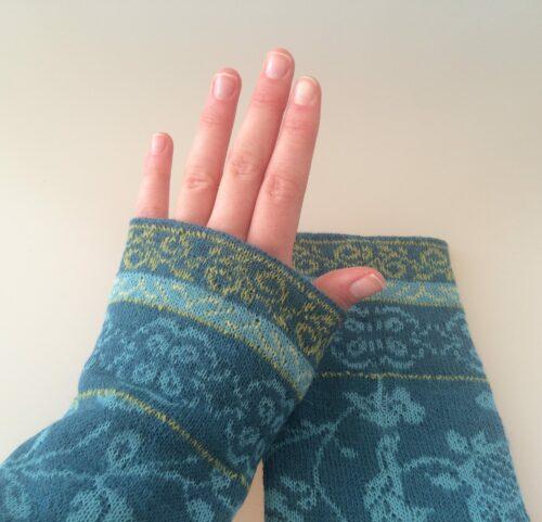 Pulsvarmere strik alpaca uld alpaka mønsterstrik muffedisse håndledsvarmere Julieta blå turkis