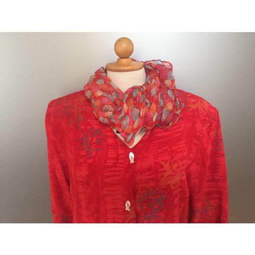 "Batikbluse med fiskeknapper - model 122 - Crepe ""Mirror"" Rød"