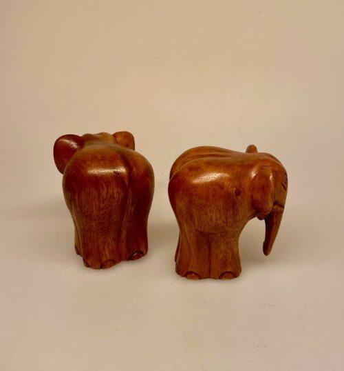 Elefant - Håndskåret af Træ - Snabel ned Brun, træfigur, trædyr, træelefant, bodil, lille per, far til fire, elefantfigur, håndlavet, håndsnittet, træsnit, træskærearbejde, træskærer, unika, ting med, elefanter, biti, ribe, gave, gaveide, julegave, ribe,