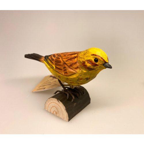 Naturens fugle af træ - Gulspurv, Wildlife Garden, svenske, træfugle, naturlige, fugle af træ, håndlavede træfugle, fuglefigur, fugle, fugl, naturtro, realistiske, skala, 1:1, fuglefigurer, naturelskere, udeliv, udendørsliv, nature, fugle i haven, fugle i farver, fauna, naturlige fugle, ornitolog, ornitologiske, ægte, flot, håndværk, kunsthåndværk, jeg kigger på fugle, fugleinteresseret, ting med fugle, fuglekikkert, gaveide, gave, dekobirds, deco bird, dekorationsfugl, dekorativ, håndsnittede, Biti, Ribe, sort sol, vadehavet, nationalpark