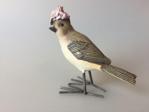 Fugl med blomster - lysegrå med blomsterhat lilla forglemmigej