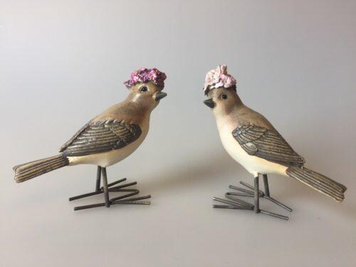 Fugl med blomster - lysegrå med blomsterhat lilla syrenhortensia forglemmigej