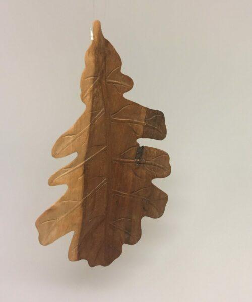 Egeblad - Håndskåret af Træ