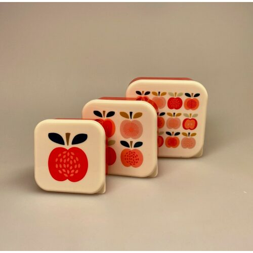 Madkasse sæt/3 bokse - Røde æbler, plastbokse, madkasse, madkasser, snacks, snackboks, mellemmåltid, frugtpose, frugtboks, børnehave, vuggestue, til børn, arbejde, madpakke, gnavegrønt, biti, æble, æbler, æblemotiv, røde, glade, flotte, smarte, specielle, gaveide, skolestart, førskole,