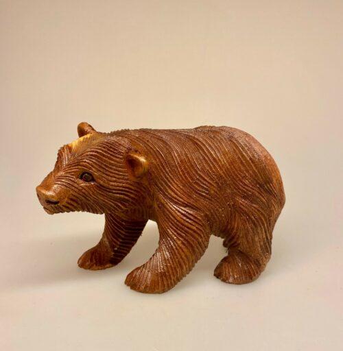 Bjørn - håndskåret træ - mellem, brun bjørn, ursus, bamsefar, bamsebjørn, bamsekram, træbamse, træbjørn, hip hurra for bamsefar, guldlok, bjørnetjeneste,