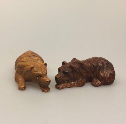 Bjørn - håndskåret træ - Lille liggende