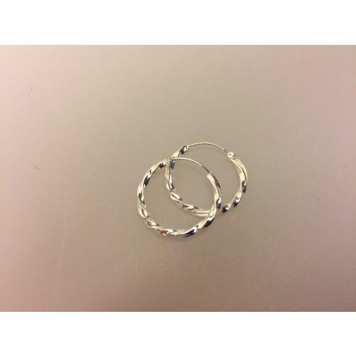 Creol øreringe i sølv Ø 18 mm - kraftige snoede, Creol øreringe i sølv Ø 18 mm - kraftige snoede, snoet, twistet, mønster, snoning, lys, blank, sølv, ægte, sterling sølv, hoops, runde, ringe, øreringe, ørenringe, små, tykke, kraftige, flotte, billige, kvalitet, maanesten, cool, specielle, sommer, moderne, stylede, stilede