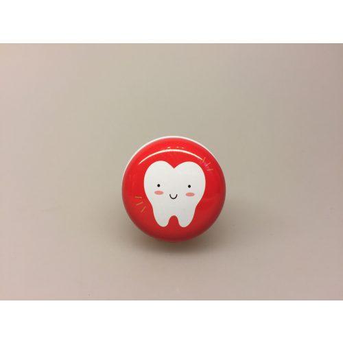 Dåse til mælketænder - rund rød, Dåse til mælketænder , Dåse til tænder, tabte tænder, tandfe, tandfeen, æske, dåse, boks, box, tooth fairy,