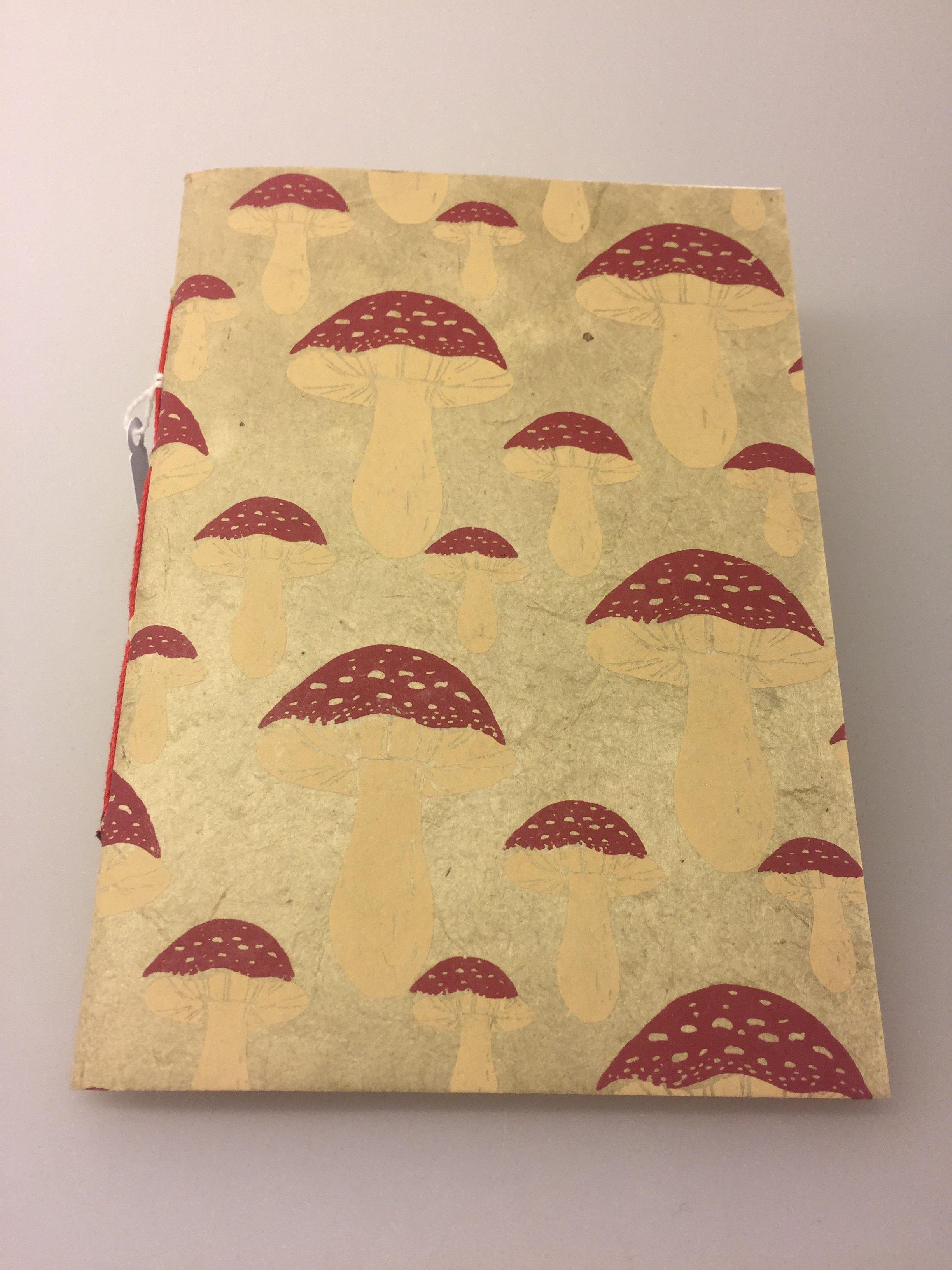 ef9b4849204 Hæfte håndlavet papir – A6 med Røde paddehatte