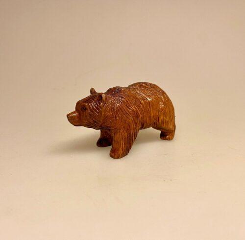 Bjørn - håndskåret træ - lille, den brune bjørn, ursus, bamsefar, bamsebjørn, træbamse, træbjørn,