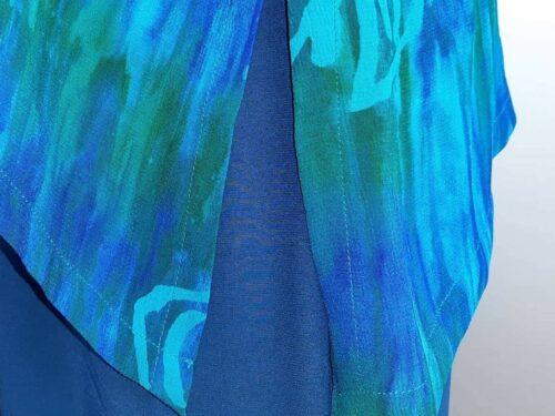 Tunika Model 151 asymetrisk - Rose turkis, tunika, bluse, lang, løs model, unika, farver, havfarver, natur, bio, økologisk, naturmaterialer, specielt, ribe, nordisk, batik, batikfarvet, store størrelser, store piger, curves, zizzi, nanna xl, biti