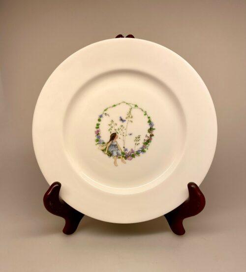 Tallerken - Ben Porcelæn - Alf i blomsterring - alf -alfer - fe - blomsteralf -blomsterfe - barnedåb - børnestel - børneservice - dåbsgave