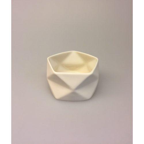 Trine Rytter keramik - Foldemønster elfenben. Trine Rytter keramik - Foldemønster koral, keramik, made in denmark, dansk design, håndlavet, håndmodelleret, porcelænsler, koral, coral, varme farver, biti, ribe, kunsthåndværk, brugskunst, specielt, dekoration, enkelt, stilrent, stiligt