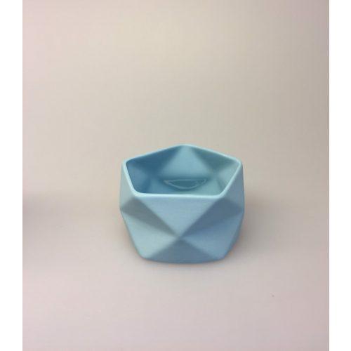 Trine Rytter keramik - Foldemønster elfenben lyseblå, lysestage, fyrfadsstage, keramik, porcelæn, pastelfarvet, pastelblå, diamant, foldet, grafisk, biti, ribe, dansk design