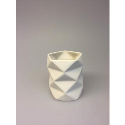 Trine Rytter keramik - Foldemønster Elfenben, keramik, porcelæn, dansk, design, kunsthåndværkerne, keramikkamp, brugskunst, håndlavet, vase, fyrfadsstage, lys, kvalitet, specielt, biti, ribe