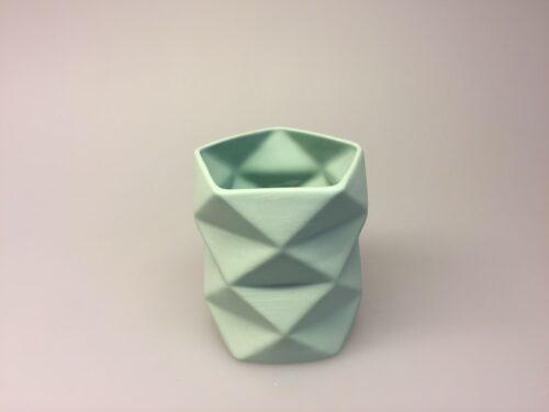 Trine Rytter keramik - Foldemønster Pastelgrøn, keramik, porcelæn, dansk, design, kunsthåndværkerne, keramikkamp, brugskunst, håndlavet, vase, fyrfadsstage, lys, kvalitet, specielt, biti, ribe
