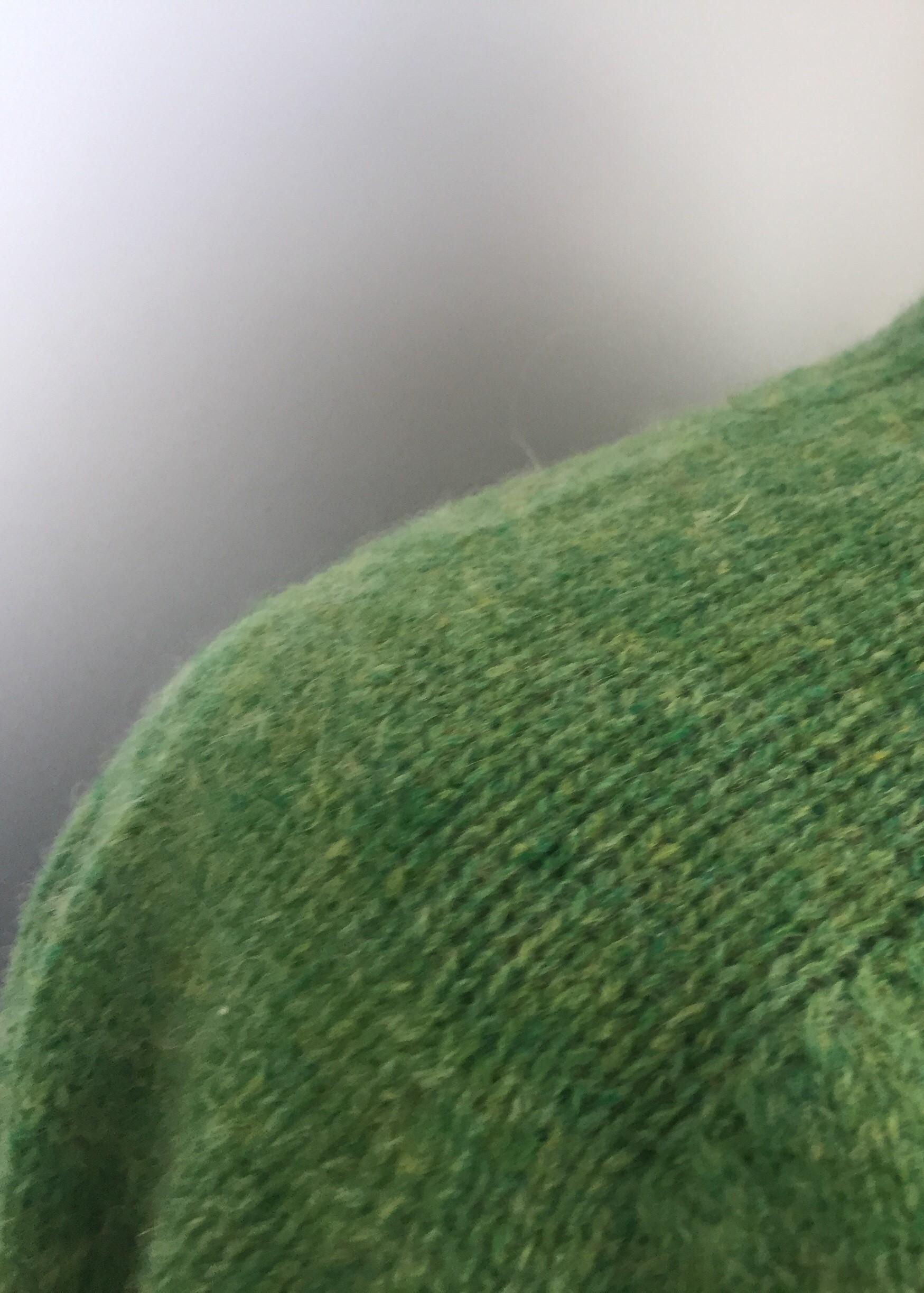 Harley of Scotland - Unisex Uld Pullover - Grøn, klar grøn, græsgrøn, uldstrik, uldsweater, uldtrøje, uldpullover, pullover, sweater, herresweater, herretrøje, herrestrik, damemodel, unisex, fåreuld, natur, skotsk, skotland, kvalitet, let, varm, sommerstrik, biti, ribe, marsken, grøn trøje, vadehavet