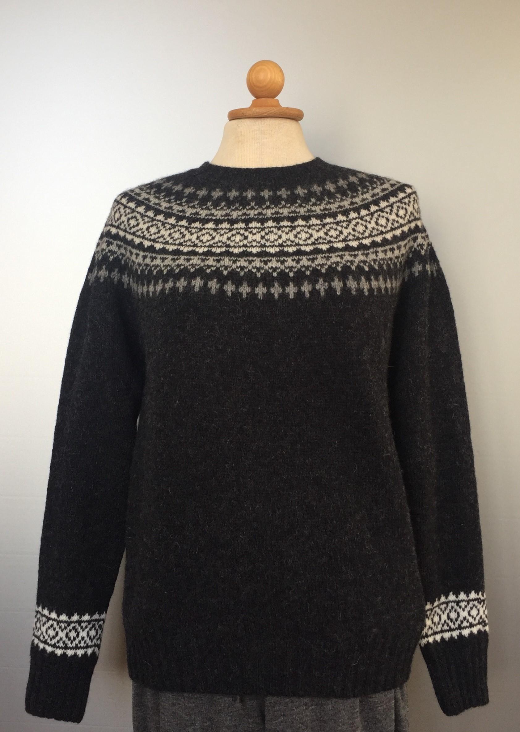 Harley of Scotland - Færø Pullover Sort/grå, biti, vadehavet, ribe, marsken, uld, uldtrøje, uldsweater, uldstrik, ren uld, fåreuld, lambswool, hipster, moderne, mode, pigesweater, pigestrik, strik til piger, damestrik, sommer, sweater, pullover, striktrøje,