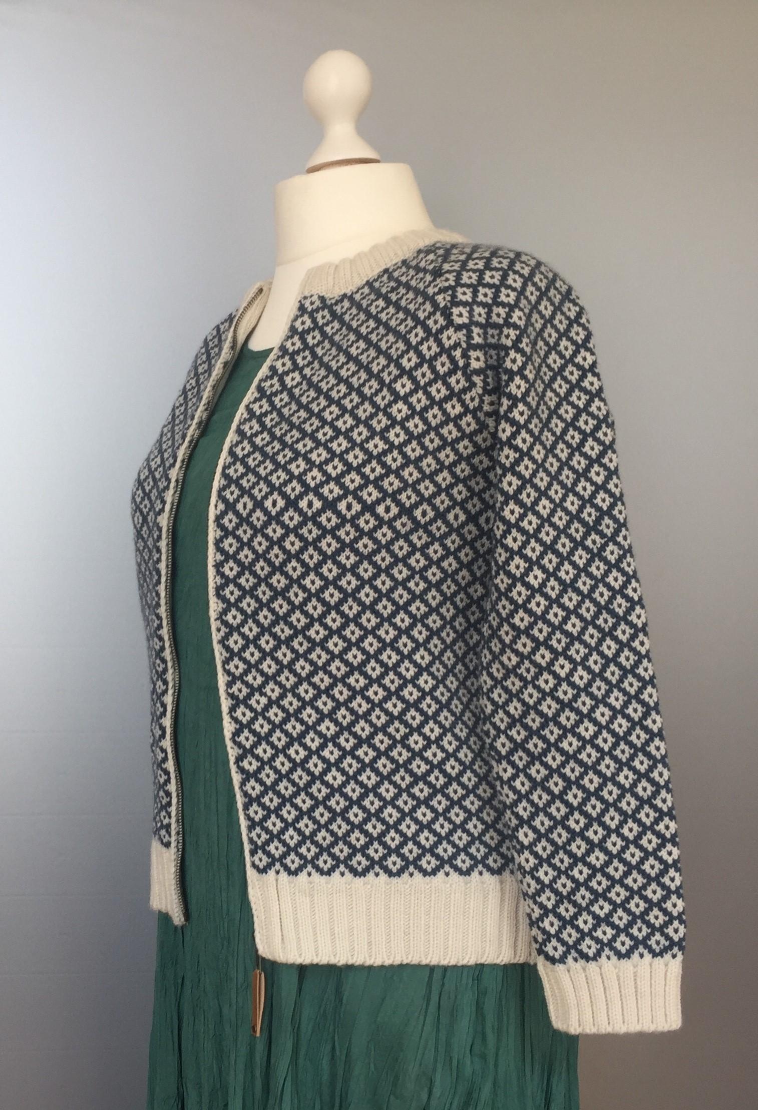 Fuza - merinould - Iris cardigan natur/petrol, petrol, hipster, dansk design, merino, uld, uldstrik, striktrøje, damestrik, cardigan, uldjakke, strikjakke, sporty, afslappet, flot, cool, moderne, biti, ribe
