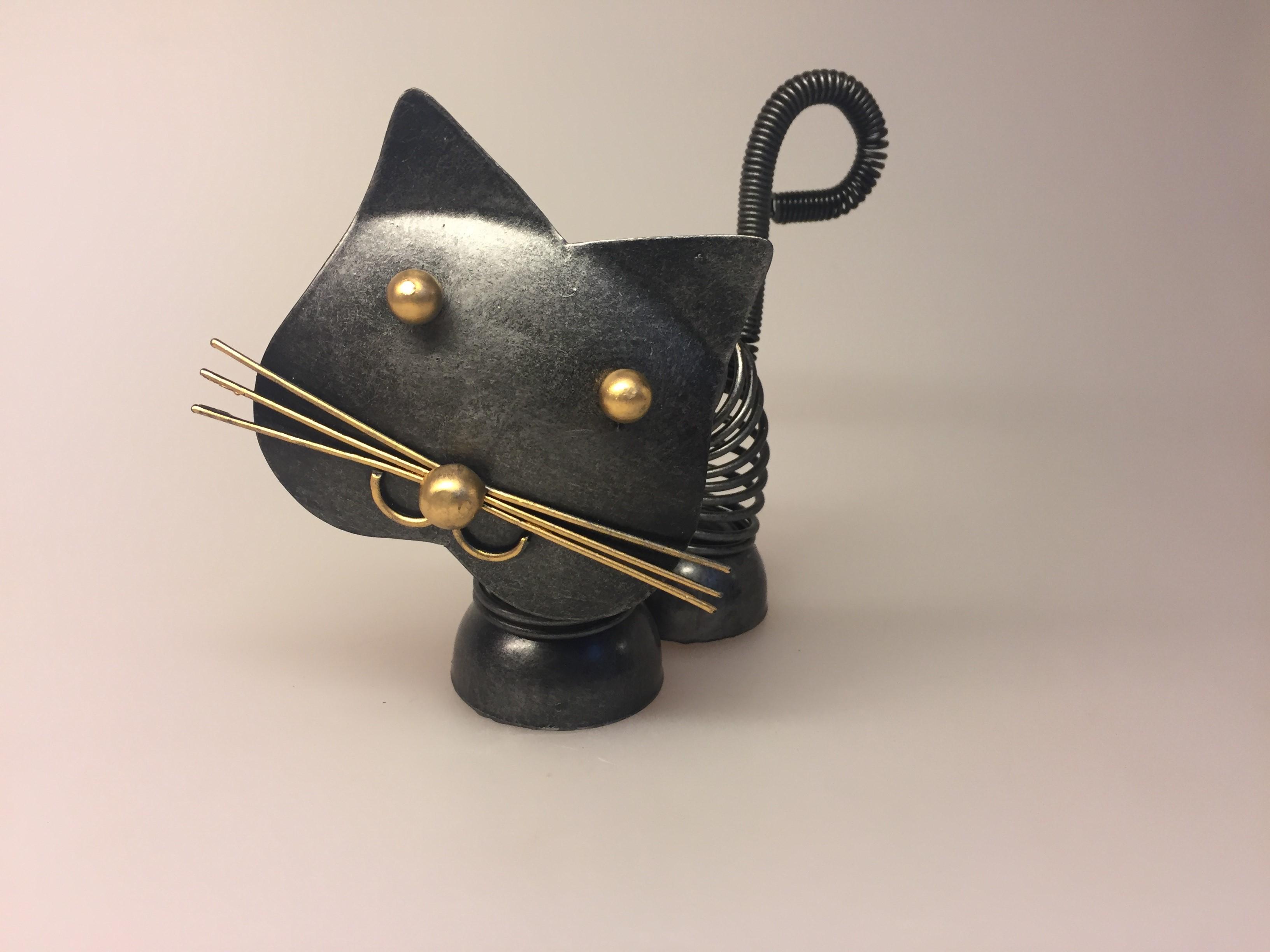 Metalfigur - Sort kat fjeder, metalkat, kattefigur, kat, missekat, mis, sort kat, penge, pengegave, penge i gave, memo, noter, ting med katte, katteting, biti, ribe